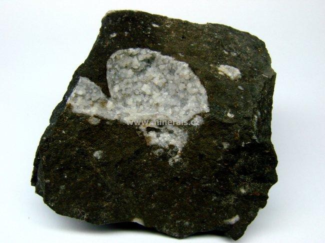 Minerál GISMONDIN