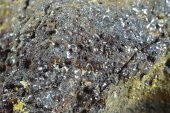 Minerál KARMINIT, ARSENIOSIDERIT