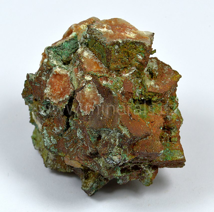 Minerál MĚĎ
