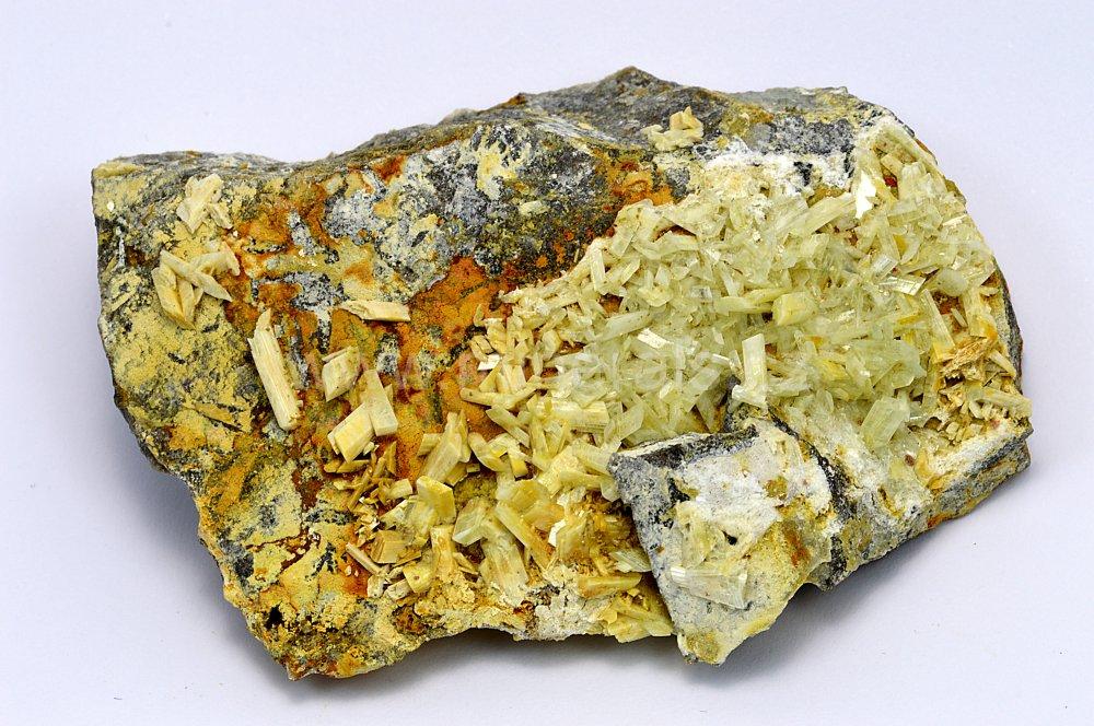 Minerál PARAVAUXIT