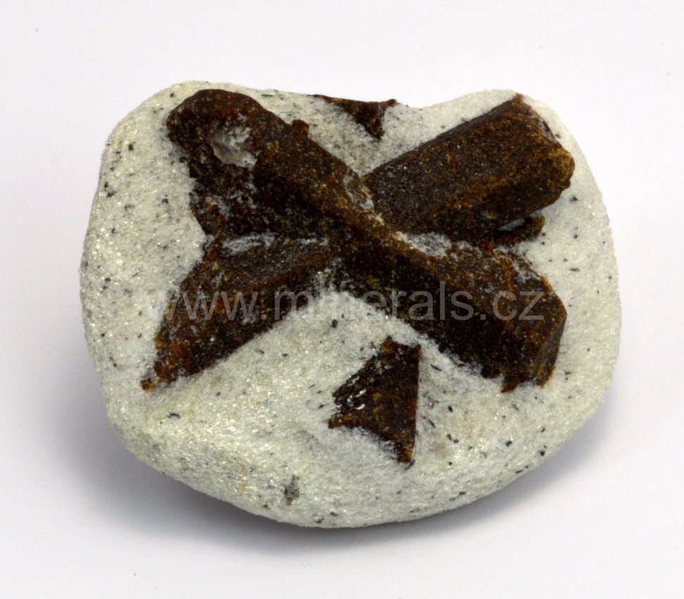 Minerál STAUROLIT