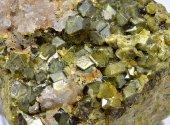 Minerál TOPAZOLIT