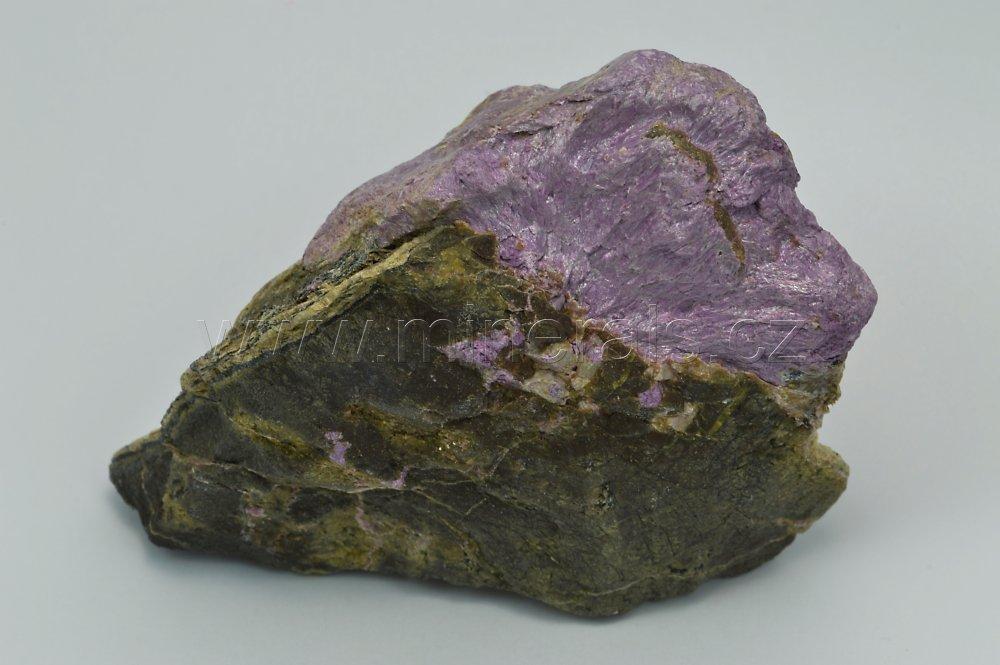 Minerál STICHTIT