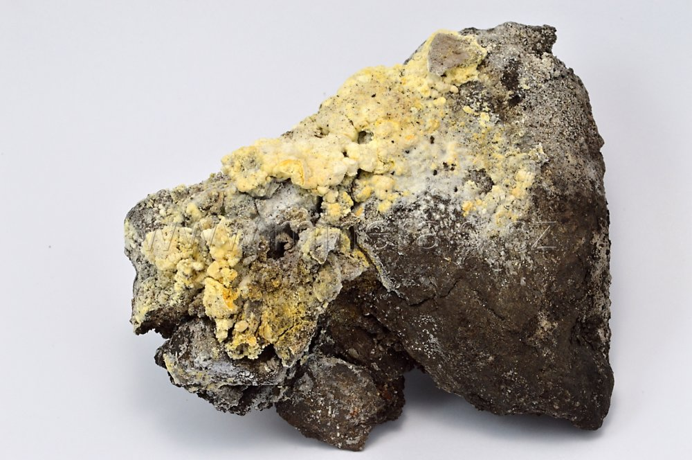 Minerál MASCAGNIT