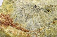 Minerál PYKNIT ( TOPAZ )