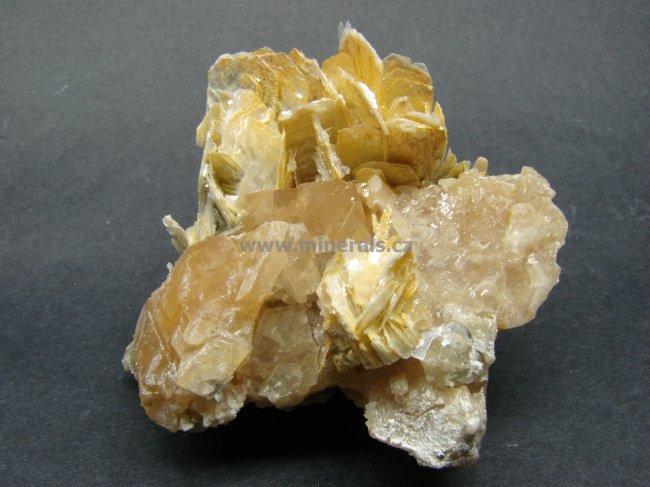 Minerál SCHEELIT