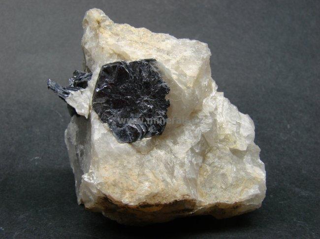 Minerál MOLYBDENIT